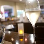 エッセンツァ - ハッピーアワータイムにはスパークリングワインが1000円で飲み放題