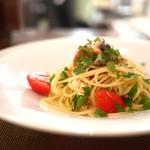 エッセンツァ - ズワイガニのスパゲッティーニ オリーブとケッパーのプッタネスカビアンカ