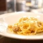 エッセンツァ - 卵黄で仕上げた濃厚カルボナーラ 白トリュフ香るローマスタイルのスパゲットーニ ハーフサイズ