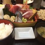 カネセイ - 刺身舟盛り定食。このボリュームで1100円は安いです。