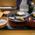大戸屋 - 期間限定 釧路沖 生さんまの炭火焼き定食
