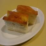 トラットリア パパミラノ - 自家製パン