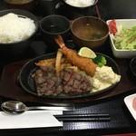 肉の松山 - A5和牛やわらかステーキ&特大海老フライ       \2240