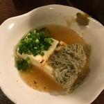 57813019 - 湯豆腐はあんかけ〜♪                       トロロが美味い!