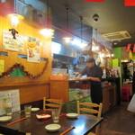 ベトナムちゃん - 明るい雰囲気の店内