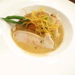 キュル・ド・サック - 大山鶏のポッシェ トリュフのクリームソース