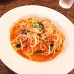 57833549 - 岡山県吉田牧場のモッツァレラチーズとバジルのトマトソーススパゲッティ