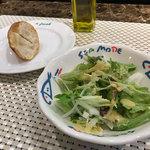 ア・フリーク - ランチのサラダとパン