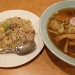 寺尾屋 - 料理写真:2016.10再訪 半炒飯と寺尾屋ラーメン小