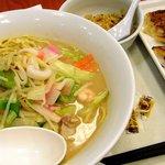 リンガーハット - ミニ炒飯セット(麺2倍)と餃子(2010)