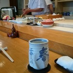 寿司 料理 まるも - カウンター 入店後、満席でした