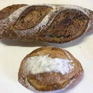 ブランジェリー ラ・フォンティヌ・ドゥ・ルルド - 料理写真:バゲットシリアルと栗のパン