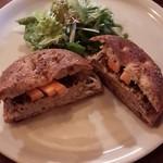 57863399 - パテドカンパーニュ、雑穀パンのセット(¥1,000)