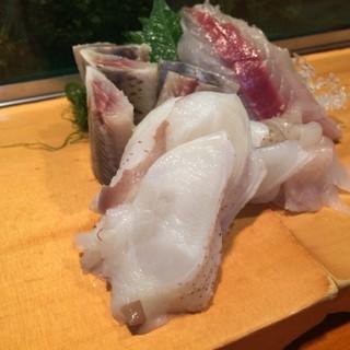 鮨芳 - 料理写真:たこの刺身です。