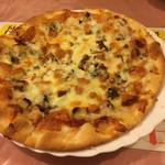 地酒処 清水家 - 自家製鯖(さば)スモーク入りのピザ