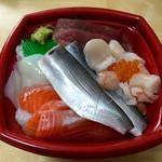 海鮮丼家 丼丸 - 海鮮丼ネタ大盛¥755