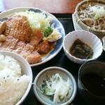 力鶴 - 焼肉定食 ¥1,000(税込)