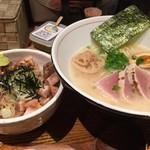 57917407 - 濃厚魚介そば・新味とレアチャーシュー丼