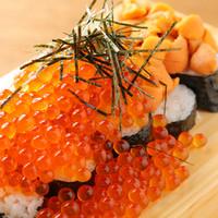 名物!ウニとイクラのこぼれ寿司!ボリューム満点の海鮮に舌鼓♪