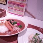 ユーカリー - 欧風ポークカレー揚げ野菜 Aセットはミニサラダとデザート付きで超おトク