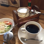 炭焙き珈房 るびあ - コーヒー&ミニサラダが付いてます。