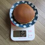 57981653 - カリーどら焼 重さ62g まあ普通のサイズです。