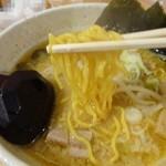 白樺山荘 - 中太ちぢれ麺