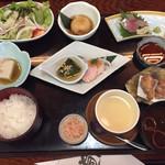 一鳳 - 季節のレディース御膳  ¥1580 男性でも注文出来ます(*´꒳`*)