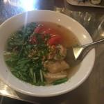 ビア ホイ チョップ - 鶏肉とトマトのフォー
