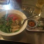 ビア ホイ チョップ - 鶏肉とトマトのフォーBセット
