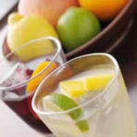 フルーティーで飲みやすい!女性に人気の『自家製のサングリア』