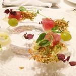 リストランテ ドゥエ フィオーリ - 冷前菜 ヨコワマグロのクーポ 玉葱の器に入った酢橘ソース 芽キャベツのフライ