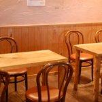 麺むすび - テーブル席