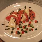 パブリック ハウス - 完熟トマトとモッツァレラのマリネ