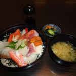 花茶屋 - 料理写真:海鮮丼(880円)
