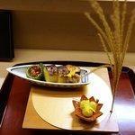 赤坂 菊乃井 - 八寸: かます寿司、鮎うるか、鱒の子醤油漬け、鱧味噌漬け、銀杏、松葉素麺、鱧の子落雁、鮎のうるか