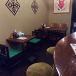 スープカレー ポニピリカ - カウンターは共にらーめん店・ロックンロールワン→NAGOMIの時のまま。テーブル席も?(失念)