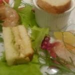 58137130 - 絶品スモーク鰯とクリームチーズのサンド、カンパチのカルパッチョ他