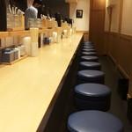 きたかた食堂 - 綺麗なカウンター席