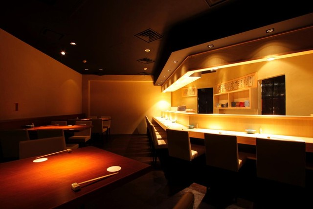 https://tabelog.ssl.k-img.com/restaurant/images/Rvw/5816/640x640_rect_5816544.jpg