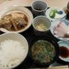 恵比寿 笹岡 - 料理写真:週替わりランチ(羅臼産カレイの煮付けと小刺身)