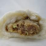 菊華飲茶館 - 肉まん断面アップ