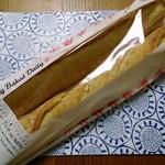 コストコ - バケット(2本入)399円 フランス産小麦粉を使用。1クープと5クープの2本入です。