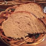 キュイジーヌ エ ヴァン アルル - 自家製のパン
