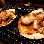 九州うまいもん通り かんてきや - ホタテさん、ええ感じに焼き上がりました。醤油とバターで