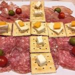 アレックス - 生ハム・サラミ・チーズの盛り合わせ