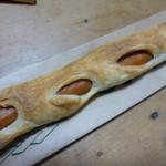 クーロンヌ龍ケ崎たつのこ山 - 長~いウインナーの入った香ばしいパン
