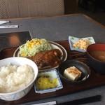 神戸食堂 - 790円(税込)定食がいろいろあり、今回は、ハンバーグ定食にしました