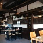 神戸食堂 - 店内はひろ、ややファミレスの雰囲気です