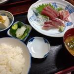魚料理 ホノルル食堂 - 刺し身定食(イナダ、メバチマグロ、チダイ) 1300円